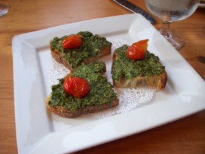 Bruschetta with pesto sauce and roasted tomatoes