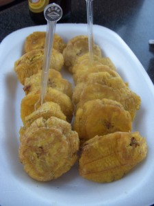 Fried green plantains (tostones/patacones)