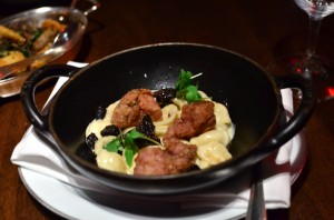 Crispy veal sweetbreads with mac and cheese and morels