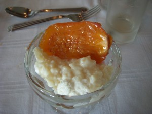 Rice pudding with tree tomato compote
