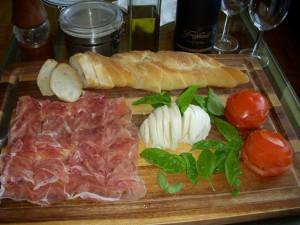 San Daniele prosciutto, fresh mozzarella, basil, tomatoes, and a baguette