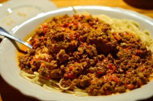 Linguini bolognese with meatballs