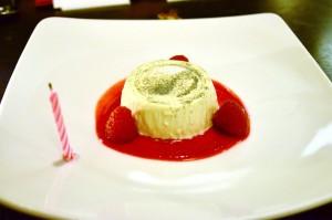 Vanilla panna cotta, raspberry coulis