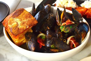Steamed PEI mussels
